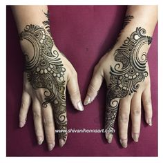 Just completed #karwachauth henna design for Shalu Singh. Henna with style and passion !! For the booking questions, please email us on ✉️shivanihennaart@gmail.com www.shivanihennaart.com