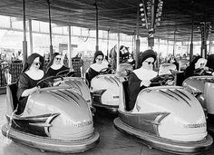 37 Photos that Prove that Catholic Nuns Live Boring Lives. Pope Francis explains the joy of giving one's life to Christ and to the Catholic Church. Old Photos, Vintage Photos, Vintage Photographs, Religion, France Art, Bride Of Christ, Anna Karenina, Vintage Humor, Portugal