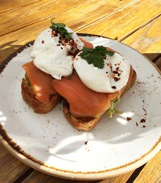Poached Eggs With Smoked Salmon Recipe
