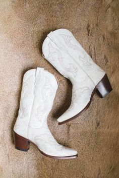 White cowboy boots: http://www.stylemepretty.com/canada-weddings/alberta/canmore/2015/06/22/sweet-texas-inspired-country-wedding-in-alberta/ | Photography: Kristyn Harder - http://kristynharderphotography.com/