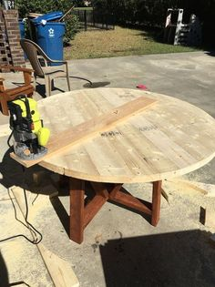 DIY+Round+Trestle+Dining+Table