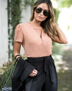 Best 12 {New Collection} Details! Frock Fashion, Fashion Outfits, Spring Blouses, Moda Chic, Pastel Fashion, Short Tops, Winter Collection, Blouse Designs, Blouses For Women