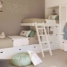 A different take on built in bunk beds for kids! I like! Image via @thathouse.