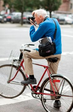 'Bill Cunningham - New York' is the  brilliant portrait of the bike-riding photographer and cultural anthropologist - features Anna Wintour, Tom Wolfe & David Rockefeller