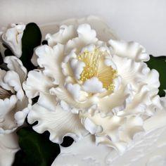 Peony Sugarflower Sprays cake topper perfect for cake decorating fondant cakes.  | CaljavaOnline.com #caljava #sugarflower #peony