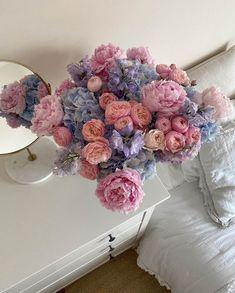 ꒰ 💌 ꒱┊𝚙𝚒𝚗𝚝𝚎𝚛𝚎𝚜𝚝: 𝚘𝚔𝚊𝚢𝚢𝚟𝚒𝚟 Purple Flower Bouquet, Beautiful Bouquet Of Flowers, Dark Flowers, Happy Flowers, Romantic Flowers, Simple Flowers, Vintage Flowers, Beautiful Flowers, Pastel Flowers