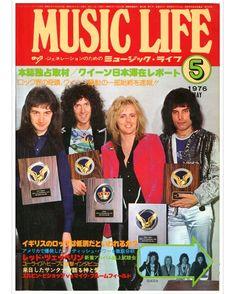 Teo torriatte konomama iko Aisuruhito yo Shizukana yoi ni Hikario tomoshi Itoshiki oshieo idaki . . . #freddiemercury #freddie #queen #teotorriatte #adayattheraces #1976 #70s #rogertaylor #BrianMay #johndeacon #magazine #magazinecover #japan #japanese #musiclife #rockband #music #legend #icon #pride #bohemianrhapsody Hippie Culture, Queen News, Queen Pictures, Queen Freddie Mercury, Queen Band, John Deacon, Rock Legends, Pinterest Popular, Van Halen