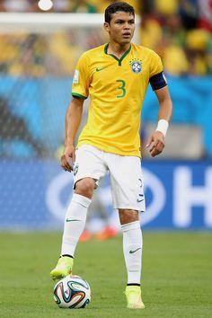 I like Thiago Silva because he is a good soccer player. Brazil Football Team, Football Soccer, Good Soccer Players, Football Players, Psg, Fifa, Foto Top, Brazilian Men, Best Player