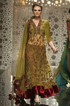 Latest trends in Indian Bridal wear: Manish Malhotra bridal collection 2012
