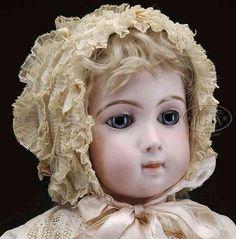 Jumeau Puppen Puppe mit langem Gesicht auch bekannt als Jumeau Trist.