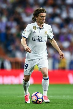 Luka Modric of Real Madrid CF runs with the ball during the La Liga match between Real Madrid CF and FC Barcelona at the Santiago Bernabeu stadium on April 23, 2017 in Madrid, Spain.