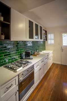 Una bella y rústica cocina moderna, lleva todo el estilo e inspiración de Estelle Elliott. Aplicó nuestro modelo Frosty Carrina como encimera Descubre Frosti Carrina: http://www.caesarstone.com.mx/…/5141%20Frosty%20Carrina.aspx
