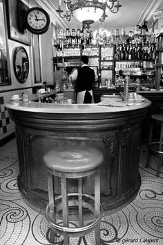THE BAR du PETIT FER a CHEVAL MARAIS PARIS  LUNCH AND ON