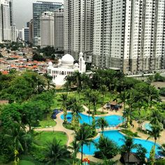 Shangrila Hotel Jakarta Tropical swimming pool oasis right in the middle of busy and bustling Jakarta activities