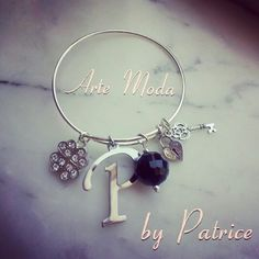 Collezione Patrice creation:modello Amulets...bracciale color argento con iniziale, ciondoli e pietre...personalizzabile!..per info:patriceartemoda@gmail.com...#artemoda#creation#by#patrice#designer#trendy#bijoux#accessori#handmade#instagram#depop#follower#moda#fashion#italy#girl