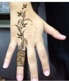 Best Mehndi Designs for Fingers – Henna Finger Ideas Ring Mehndi Design, Mehndi Designs Finger, Henna Hand Designs, Mehndi Designs For Beginners, Mehndi Designs For Fingers, Beautiful Henna Designs, Beautiful Mehndi, Simple Mehndi Designs, Beautiful Images