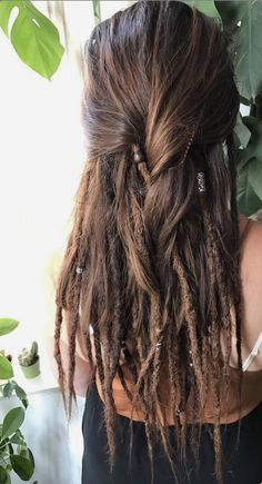 This is what I want and why I'm brushing out half of my dreads! - Frisuren - This is what I want and why I'm brushing out half of my dreads! Half Dreads, Partial Dreads, Pelo Rasta, Rasta Hair, Dreadlock Hairstyles, Braided Hairstyles, Wedding Hairstyles, Half Dreaded Hair, Dreadlocks Girl