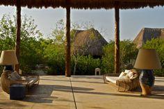 Un hotel inspirado en una aldea maya, esta ubicado en las playas de blanca arena de la Reserva Especial de la Biósfera de Celestún. Su arquitectura tipo bungalow suite y su acogedora hospitalidad lo vuelven un refugio ideal para una escapada romántica, una exótica luna de miel o una boda especial.