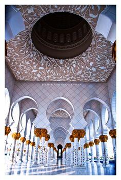 The Sheikh Zayed Grand Mosque, Abu Dhabi, Dubai