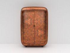 Maarten Baas cria móveis com carapaça metálica