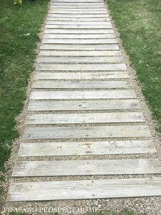 Wooden Railroad Style and Gravel Garden Path Backyard Walkway, Outdoor Walkway, Wooded Landscaping, Pallet Landscaping Ideas, Pallet Pathway Ideas, Railroad Ties Landscaping, Walkway Ideas, Wood Pathway, Wooden Path