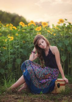Photo Sunflower Sunset by Suzanne Corneliussen on Sunflower Photography, Summer Photography, Senior Photography, Photography Ideas, Female Senior Portraits, Portrait Poses, Senior Photos Girls, Senior Girls, Picture Poses