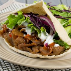 Fakeaway slow cooker doner kebab - Mum In The Madhouse Pita Wrap, Healthy Foods To Eat, Healthy Eating, Healthy Recipes, Healthy Weight, Easy Recipes, Slow Cooking, Doner Kebabs, Slow Cooker Recipes