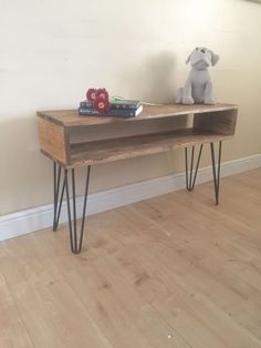 Pallet wood console table with hairpin legs