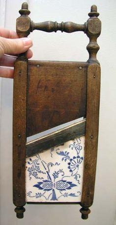 Rostfrei wood & porcelain slicer.  Blue Onion pattern.