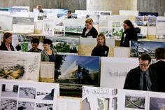 Arkkitehtuurkilpailun näyttelyn aukioloaikaa pidennettiin suuren suosion takana. Kaupunkilaiset jaksoivat tulla Jätkäsaaren Bunkkeriin saakka katsomaan kilpailutöitä.