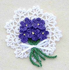 ❀Crochet Violets Pin❀ By: Maggie Petsch for Kreinik. Spring is on the way! ㋡