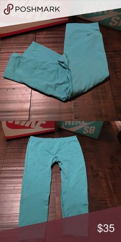 Nike Seamless Training Crop Leggings Sz M- good condition Nike Pants