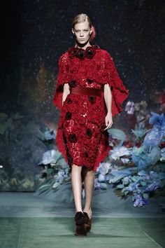 Kendall Jenner's been in Paris all week long but has only appeared in one Couture Fashion Week show. Take a look at the photos here. Couture Fashion, Runway Fashion, Fashion Show, Fashion Outfits, Fashion Design, Fashion Ideas, Karl Lagerfeld, Fendi Designer, Designer Wear
