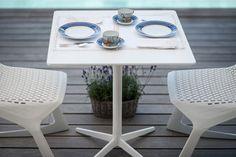 Design all'aperto  http://www.idfdesign.it/aziende/plank-collezioni-srl.htm   Tavolo Mister X - sedia Myto ( Mister X table - Myto chair ) http://www.idfdesign.it/tavolini-bar-design/mister-x-mod-9510-01-9511-01.htm [ #plankdesign #outdoor #designfurniture #designicons #idfdesign ]