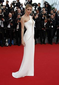 Doutzen Kroes in Atelier Versace Gown at La Tete Haute Premiere at 2015 Cannes Film Festival