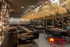 Đèn mây tre đan trang trí nhà cửa, nhà hàng, quán cafe với đủ loại kiểu dáng khác nhau đơn giản đẹp, hãy liên hệ +84979 083 286 / 0948 914 229 (Call/Viber/WhatApps),www.denlongxua.com; denlongxua@gmail.com #đènlồngxưa #đènmâytre #bamboolamp #đènmâytretrangtrí #vietnam #hoian #lanterns #socialmedia #lamp #pinterest #mâytređan #beauty House Plants Decor, Plant Decor, Paraiba, Living Room, Table, Furniture, Home Decor, Deck, Rooms