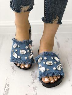 Denim Shiny Flat Tassel Non-Slip Slippers Diy old jeans Denim Sandals, Denim Shoes, Flat Sandals, Shoes Sandals, Pretty Shoes, Cute Shoes, Trend Fashion, Fashion Shoes, Style Fashion
