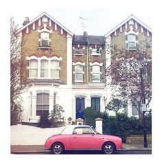 Happy Friday from London!xo #happy #friday #London #beautiful #houses #retro #vintage #cars #pink #pretty #neighbourhood #streetvibes #chelsea #home #spring #time #housesofldn #hello #weekend by annalouisedeery