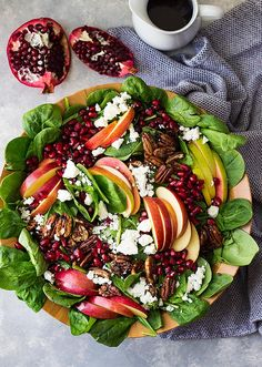 This Spinach, Apple, and Pomegranate Salad is super healthy, packed with flavor and loaded with crunch! Plus, it makes a beautiful presentation! Pomegranate Recipes, Pomegranate Salad, Fancy Salads, Summer Salads, Salad Bar, Soup And Salad, Salad Presentation, Gourmet Salad, Vegetable Salad