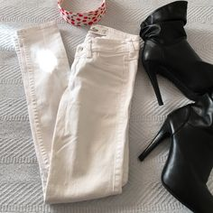 White Hollister Skinny Jeans Perfect condition! Size: 00, W23, L29, low rise, tight fit. Hollister Jeans Skinny
