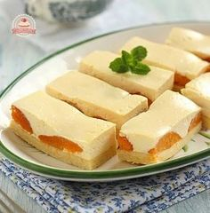 Tejfölös-barackos szelet Hungarian Desserts, Hungarian Recipes, Hungarian Food, Toffee Bars, Sweet Cookies, Cake Bars, Summer Desserts, Desert Recipes, Cakes And More