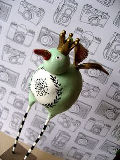 paper clay birds http://efemera-ink.blogspot.com/search/label/Crowns
