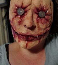 maquillaje horrible y escalofriante de halloween