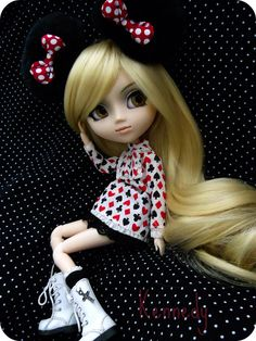 I just love her! by ℍℯy✿ⅅoℓℓℱα©ℯ, via Flickr. Pullip Barasuishou (Kennedy) wears her Minnie Mouse ears!
