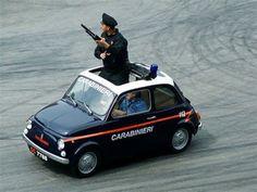 Italian Federal Police in a Fiat 500 Fiat Cinquecento, Fiat Abarth, Fiat 850, Vespa, Italian Police Car, Classic Trucks, Classic Cars, Fiat Cars, Chevy Girl