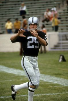 Wide Receiver Fred Biletnikoff of the Oakland Raiders  1973..