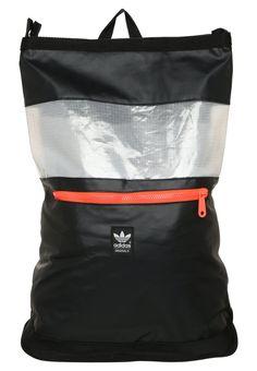 042f31a283130 adidas Originals FUTURA DAY czarny Plecak black/white/solred Adidas  Originals, Oryginały,
