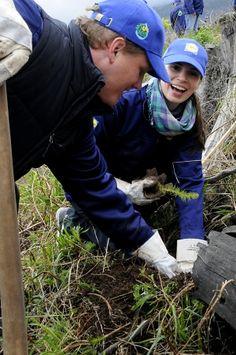 *Zamestnanci spoločnosti Lidl vysadili v jeden deň rekordný počet sadeníc | REPORT PRESS.SK