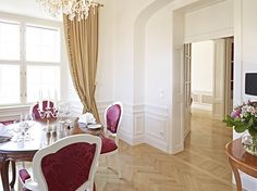 The Schloß Schönbrunn Grand Suite is just in the center of the beautiful Schönbrunn Palace. If you want to be a princess or a prince feel free to contact us. :) #feelingRoyal in a special hotel room. www.austria-trend.at/Suite-Schloss-Schoenbrunn/en/