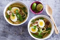 Koolhydraatarme soep met noedels van courgette - Recept - Allerhande